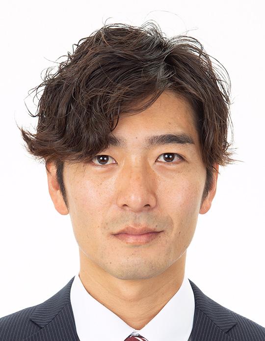 男性のパスポート写真のビフォー