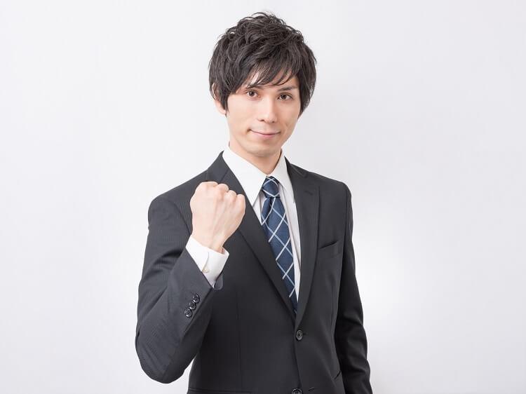 男性が就活の証明写真で着るべきスーツはこれ!色や柄、撮り方まで解説!