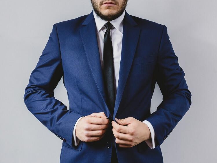 男性が就活の証明写真で着るべきスーツはこれ!色や柄、撮り方まで解説!1