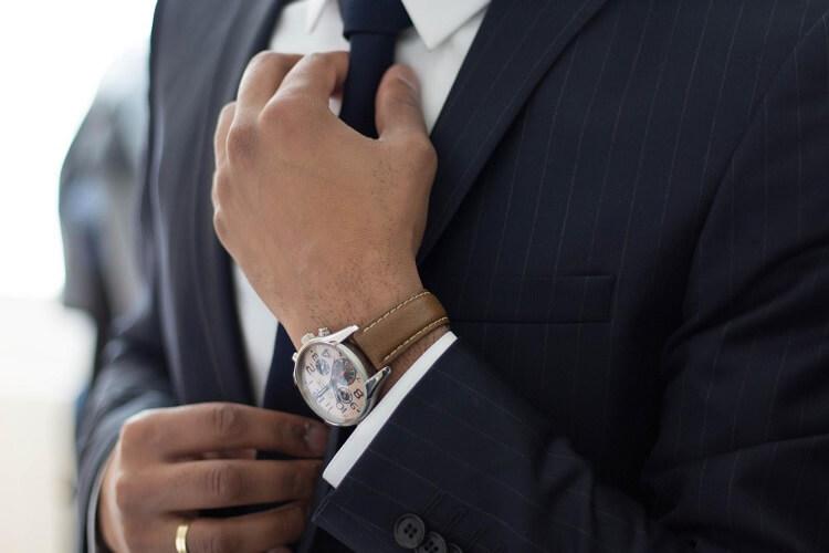 男性が就活の証明写真で着るべきスーツはこれ!色や柄、撮り方まで解説!4