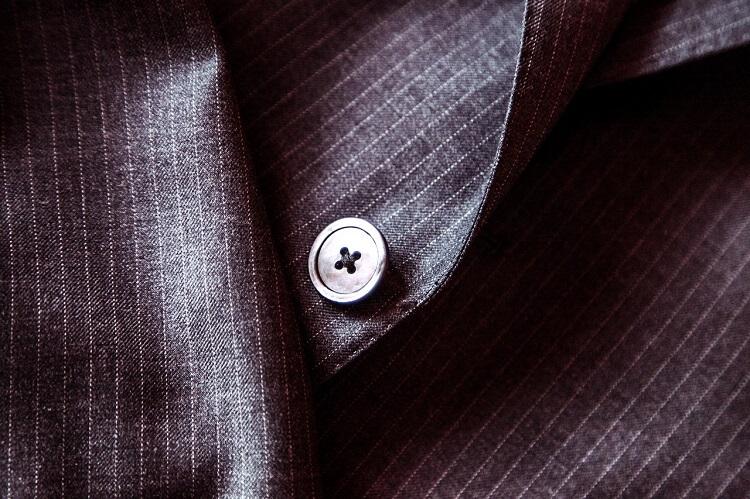 男性が就活の証明写真で着るべきスーツはこれ!色や柄、撮り方まで解説!2