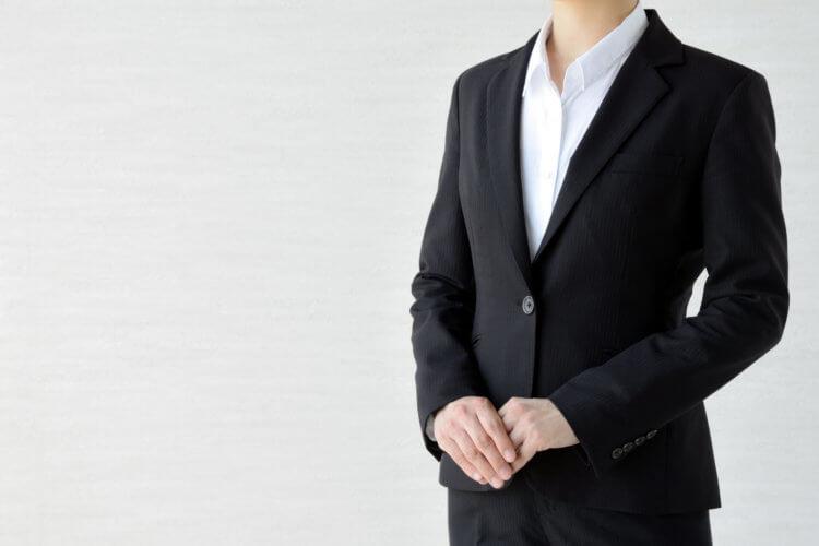 就活証明写真で女性が着るべきシャツ (ブラウス)をプロが解説2