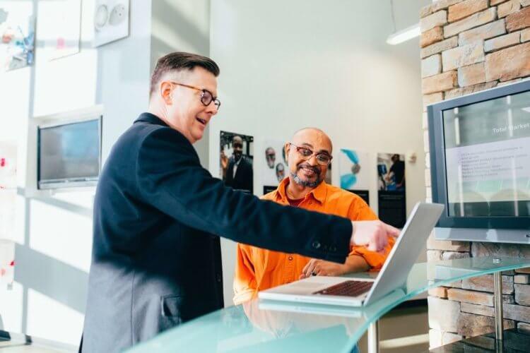 営業志望におすすめの戦略的な就活の証明写真の撮り方をプロがご紹介!
