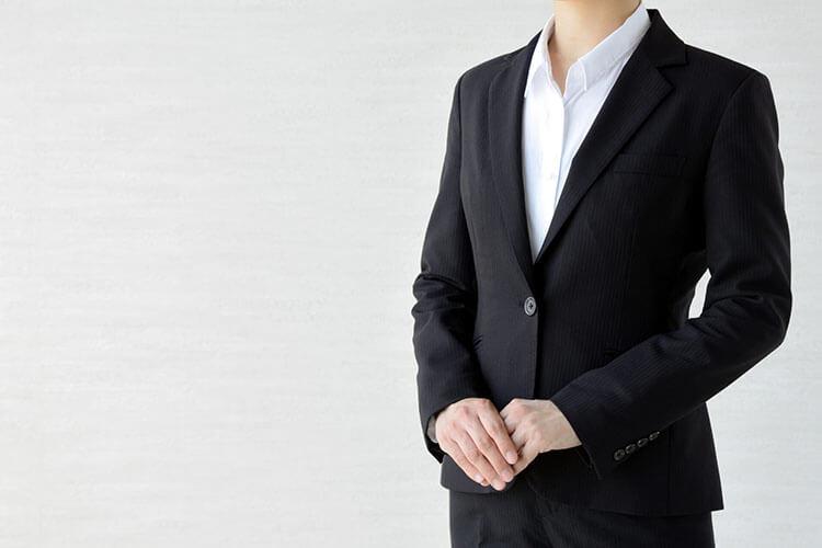 就活の証明写真のボタンはどこまで開けるのが正解?スーツ・シャツ両方解説!その1