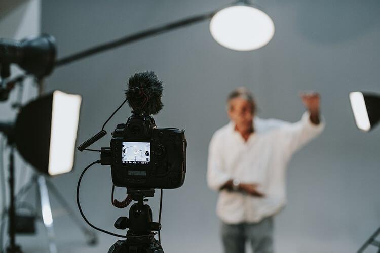 商社志望の就活証明写真における戦略的とは?おすすめの撮り方を徹底解説!1