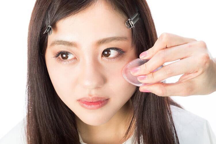 就活写真用メイクにおけるクリームチークの色や位置、塗り方をヘアメイクが解説1