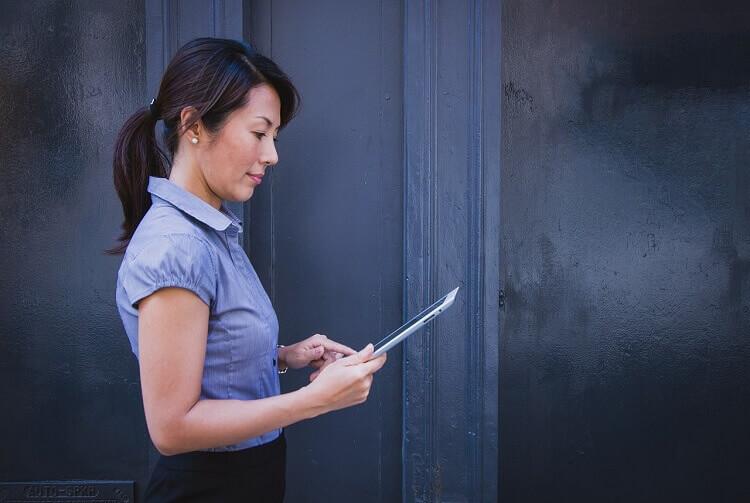 メーカー志望就活生のために戦略的な就活証明写真のおすすめな撮り方をプロが解説3