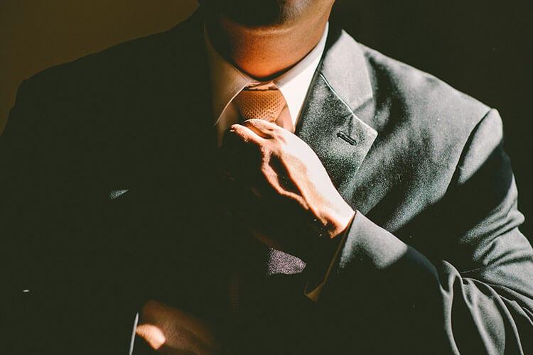 商社志望の就活証明写真における戦略的とは?おすすめの撮り方を徹底解説!3