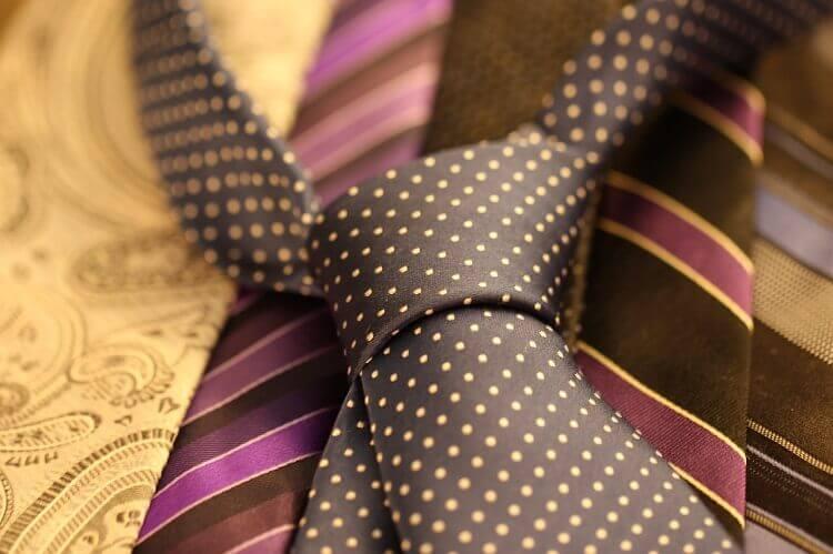 就活の証明写真でネクタイはどう着けるべき?色、柄、結び方までプロが徹底解説2
