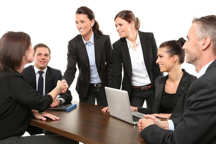 商社志望の就活証明写真における戦略的とは?おすすめの撮り方を徹底解説!4