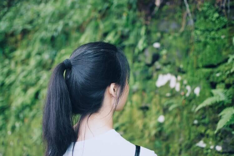 就活写真でポニーテールの髪型は実はNG?写真に適したセットをプロが解説3