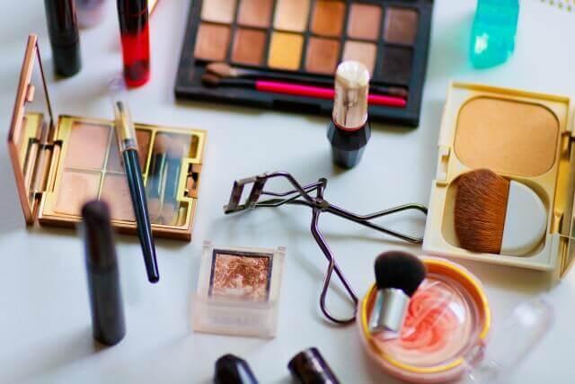 化粧品業界におすすめの戦略的な就活証明写真の撮り方をプロが解説!