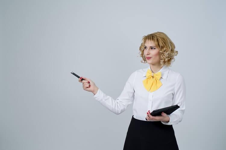就活の証明写真の襟元のルールを完全解説!シャツの襟はスーツから出すのか、ボタンは開けるのか?