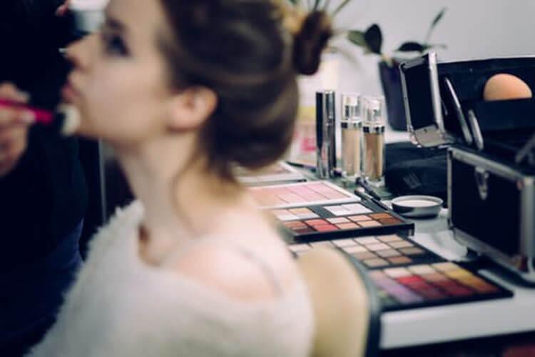 化粧品業界におすすめ、プロが解説する戦略的な就活証明写真の撮り方!3