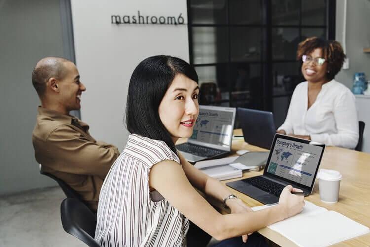 IT志望の就活生のために戦略的な就活証明写真の服装や撮り方をプロが紹介4