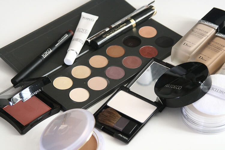 化粧品業界におすすめ、プロが解説する戦略的な就活証明写真の撮り方!2