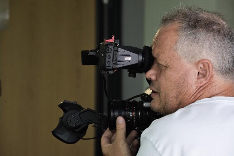 就活写真を撮るときには男性も眉メイクしよう!やり方や注意点を解説3