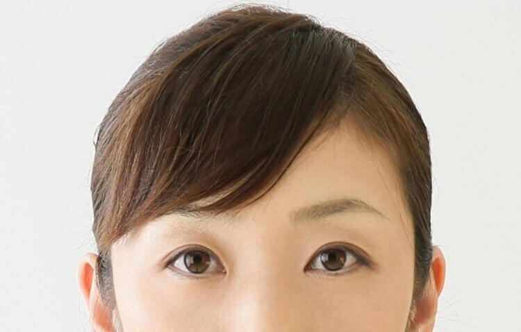 就活写真に適した女性の前髪の流し方とは?セット方法や注意点を解説1
