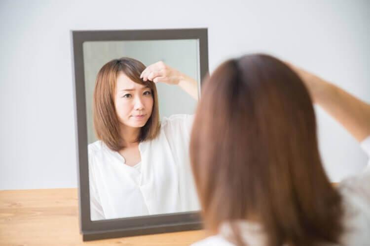 就活写真に適した女性の前髪の流し方とは?セット方法や注意点を解説4