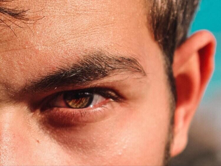 就活写真を撮るときには男性も眉メイクしよう!やり方や注意点を解説5