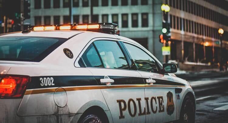 警察志望の戦略的な就活証明写真の撮り方をプロカメラ3マンが徹底解説