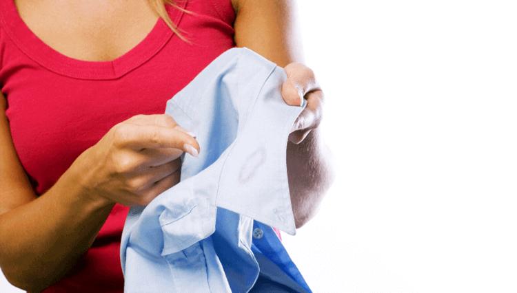 就活写真で襟にファンデーションが付いてるときの対処法と付かない方法を解説3