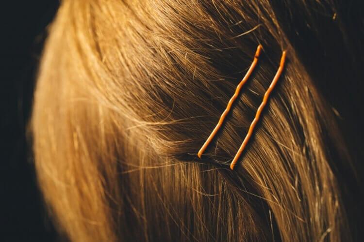 就活写真で前髪にピンはOK?就活ヘアに最適なピンの留め方をプロが解説2
