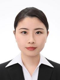 プロのヘアメイクがメイクして撮影指導をした女性の証明写真